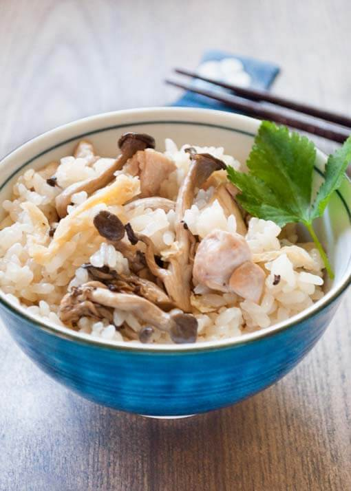 Shimeji mushrooms and chicken are cooked in rice with flavoured Dashi stock. It has great flavour and you can eat Shimeji Gohan by itself without any dishes! Using sticky rice makes the texture of rice so special.
