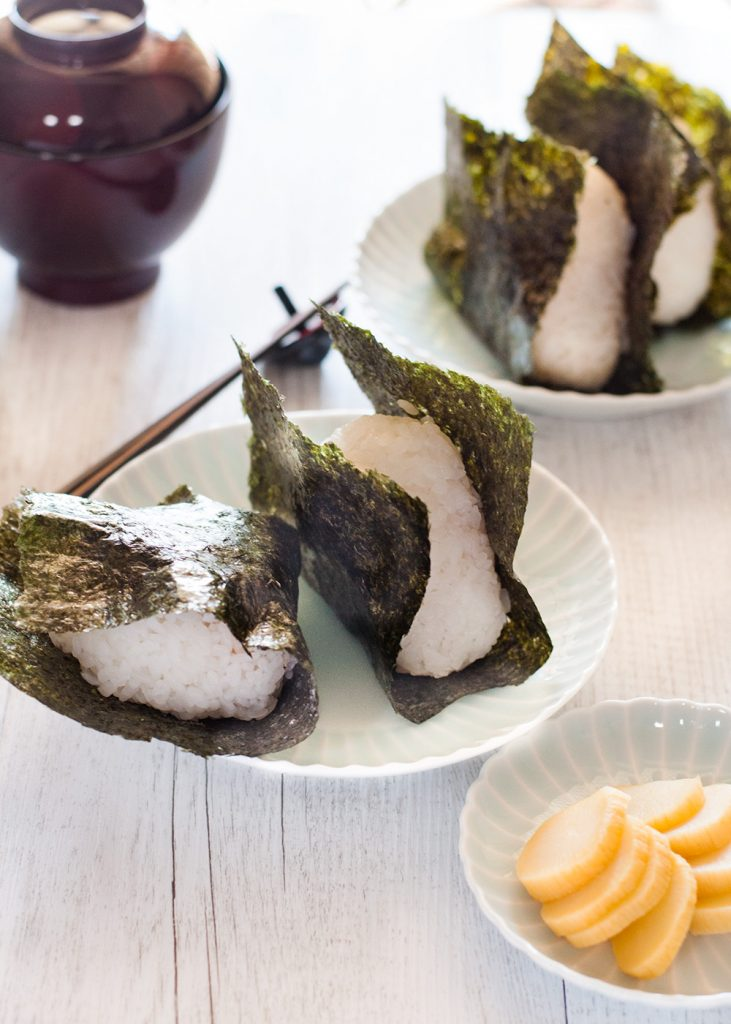 Nothing is more comforting than onigiri (おにぎり, Japanese rice ball) wrapped in yaki nori (焼き海苔, roasted seaweed sheet) with salted grilled salmon inside the rice! It's such a simple food but it is so yummy you can't stop eating. Instead of salmon or other popular protein, you can add pickled vegetables or pickled salty plum to make it vegetarian.