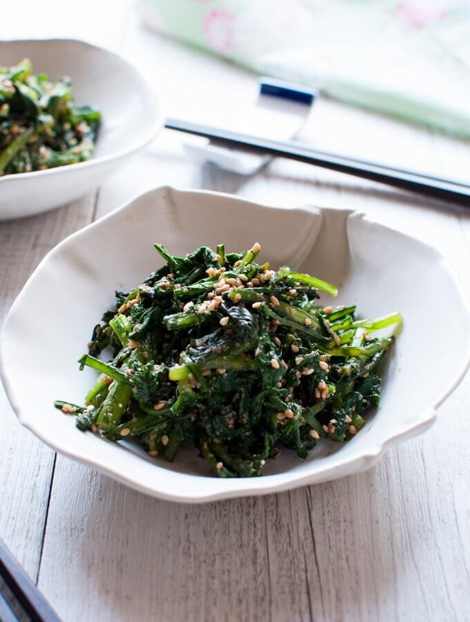 Goma-ae (胡麻和え) is a side dish made with vegetables and sweet sesame dressing. This is a pure vegetarian dish and very quick to make. The dressing has the full flavour of sesamewitha little bit of sweetness and it goes so well with the slight bitterness of chrysanthemum leaves.