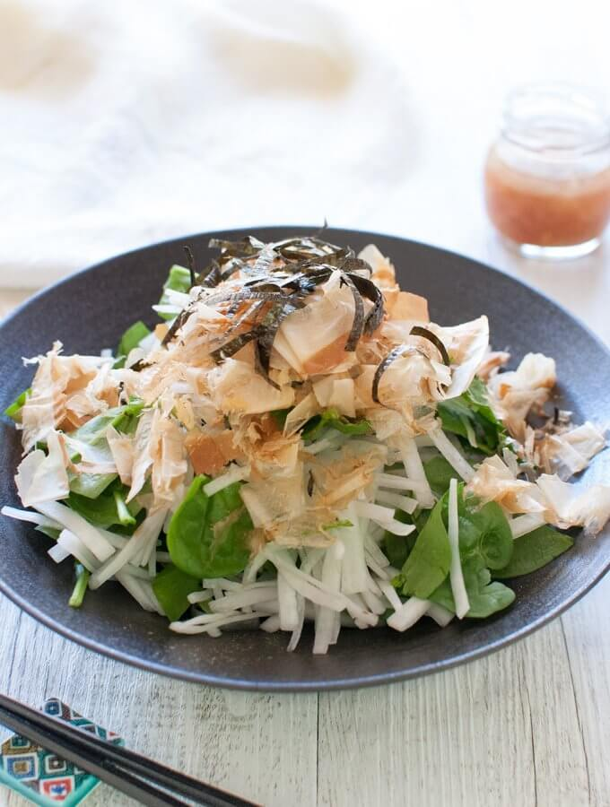 Very simple but refreshing salad that takes no time to make. Salty and sour pickled plum adds a unique flavour to the dressing, which goes so well with Daikon Salad.