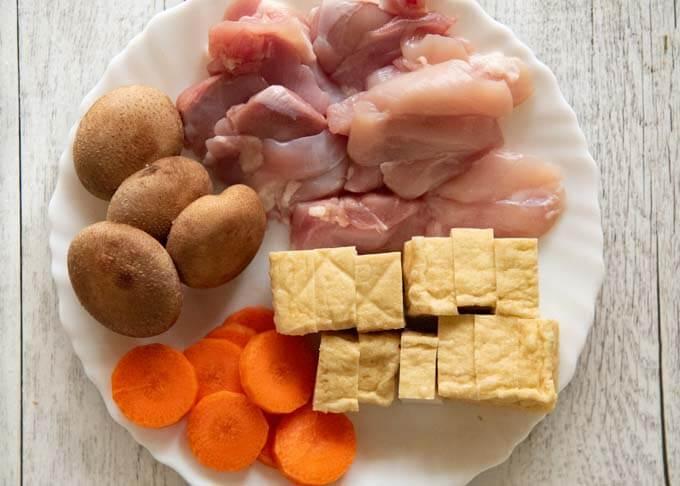Ingredients of Kanazawa-style Simmered Chicken and Tofu (Jibuni).