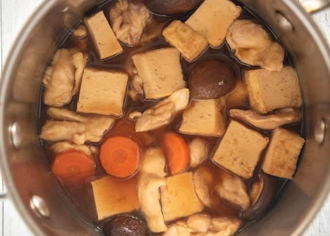 Kanazawa-style Simmered Chicken and Tofu (Jibuni) cooked in a pot