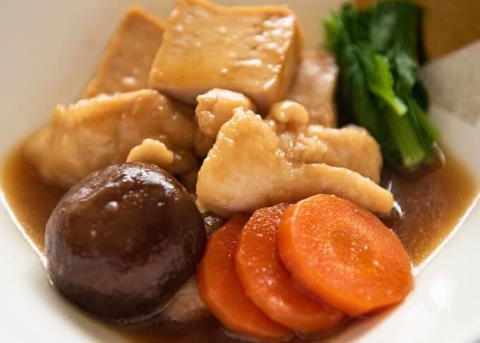 Zoomed-in photo of Kanazawa-style Simmered Chicken and Tofu (Jibuni).