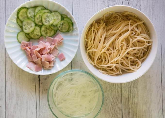 Ingredients are spaghetti, sliced ham, cucumber and onion.