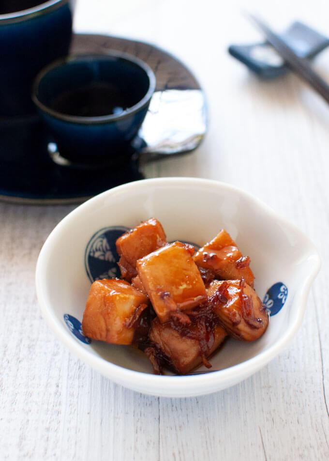 Bonito Kakuni as nibbles served with sake.