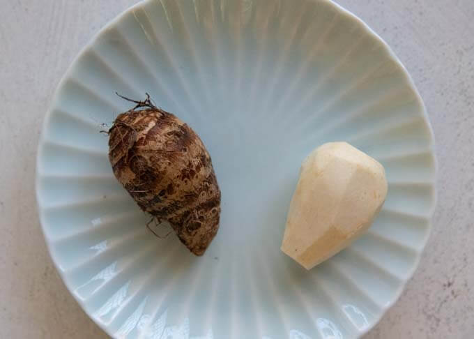 Small taro, before and after peeled the skin.