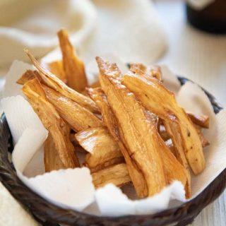Hero-shot of burdock chips in a small basket.