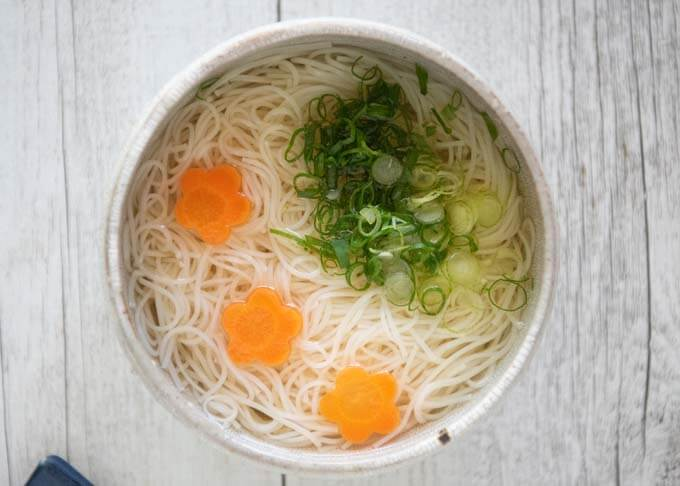 Top-down phot of Cold Nyūmen in a bowl.