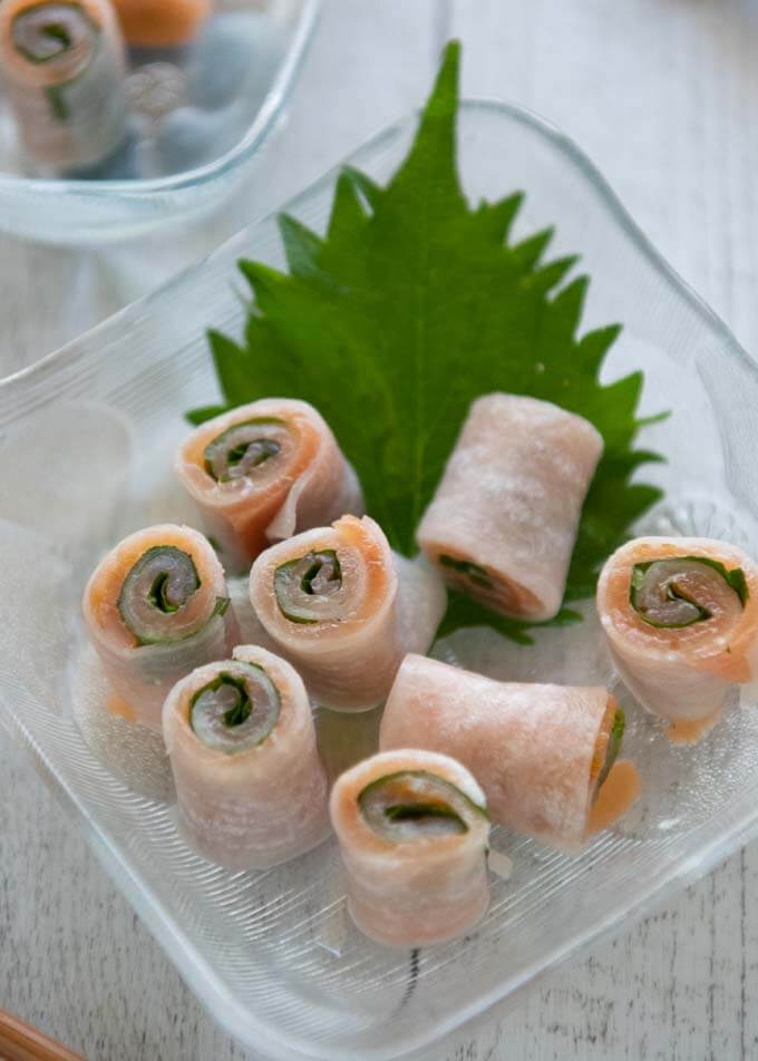Thinner smoked Salmon Rolls made with 10cm long diakon sheets.